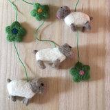 Klippan vilten mobiel met schaapjes van wol