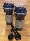zwart biologisch afbreekbaar wegwerpbestek in beker