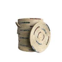 FairTrade ronde hoge mand met deksel van Kaisagras met gerecyclede sari