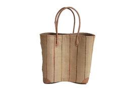 FairTrade beige gestreepte tas van gevlochten riet bekleed met jute en katoen.