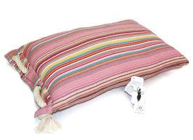Only Natural Fairtrade kussen, roze streep met touw aan de zijkant.