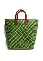FairTrade tas van gevlochten riet. Groene shopper met lederen handgrepen.