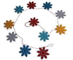 Global Affairs Fairtrade Xmas Snowflakes slinger vilt Rood
