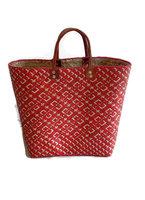 FairTrade tas van gevlochten riet. Rode shopper met lederen handgrepen.