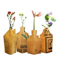 Superwaste Bottle Vase Houses, vaas cover van gerecyclede theezakken