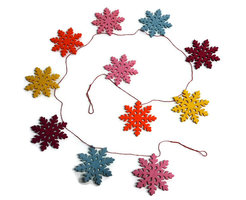 Global Affairs Fairtrade Xmas Snowflakes slinger vilt Roze