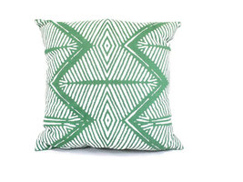 Fairtrade sierkussen met Tribal print in groen