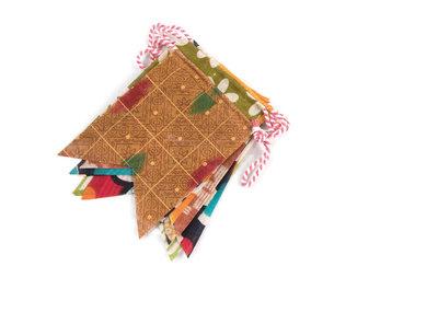 Feestelijke fairtrade vlaggenlijn van gerecycled sari uit en in Bangladesh - GreenPicnic