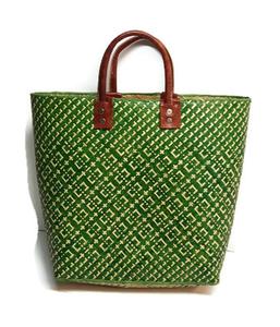 d6c038accfa FairTrade tas van gevlochten riet. Groene shopper met lederen handgrepen.